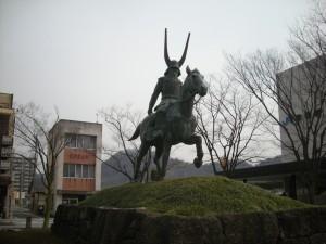 井伊直政治像(彦根駅前)